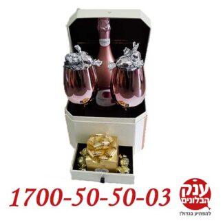 קופסא עם מארז שמפניה לחג אהבה