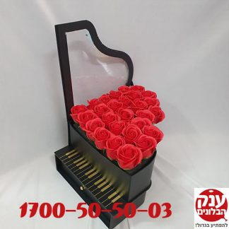 מארז פסנתר עם פרחים